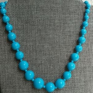 Jewelry - Chunky graduated blue beaded necklace